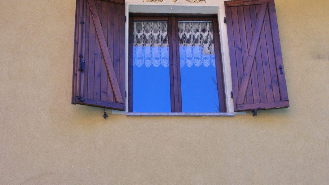 Okna drewniane czy plastikowe? Jakie wybrać?